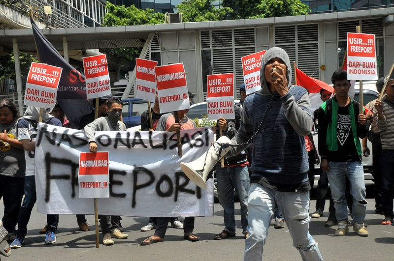Activists hold a rally urging the nationalization of Freeport minining operations in Indonesia. Photo by Dasril Roszandi, Copyright @Demotix (11/26/2015)