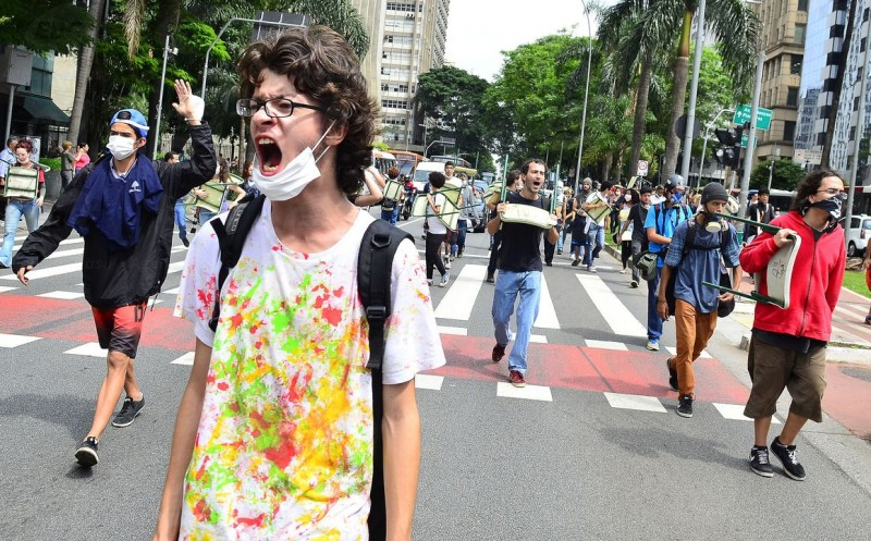 "A victory to São Paulo's students movement as government backs down on ""reorganization"" plan. Photo: Agência Brasil CC 3.0"