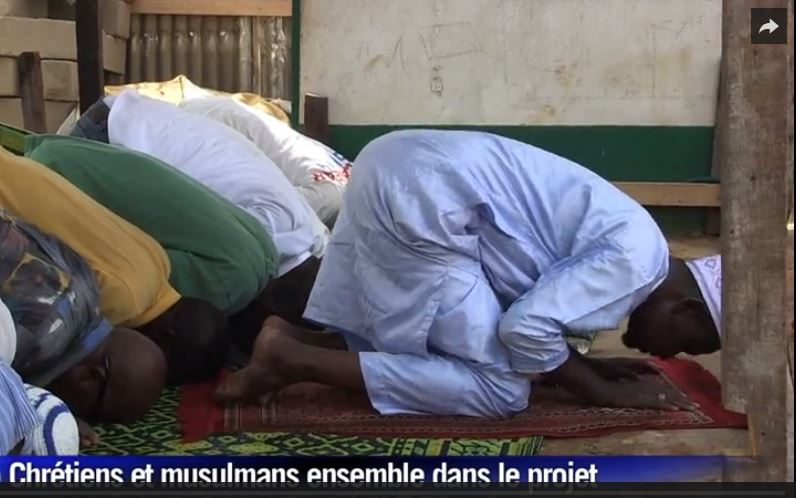 Screen capture of the reconstruction of a mosque in the Central African Republic in June 2015 via Dailymotion