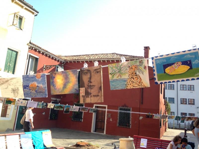 Выставка работ мигрантов в иммиграции. Фотография используется с разрешения Progetto 7LUNE.