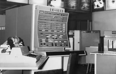 An EVM ES-1033 computer with control panel. These were developed in the USSR in the 1970s-1980s. Image courtesy of computer-museum.ru.