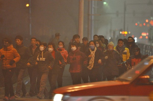 "China state run news wire highlights ""life as usual"" under the attack of toxic smog. Photo from Xinhua News' Twitter."