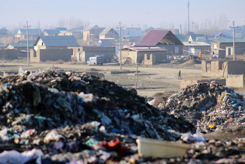 Informal housing in the backdrop at Kyrgyzstan's biggest dump. Photo by Azamat Imanaliev. Used with permission.