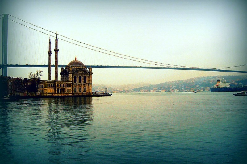 Ortaköy Mosque and the Bosphorus Bridge, Istanbul. PHOTO: Wajahat Mahmood (CC BY-SA 2.0)
