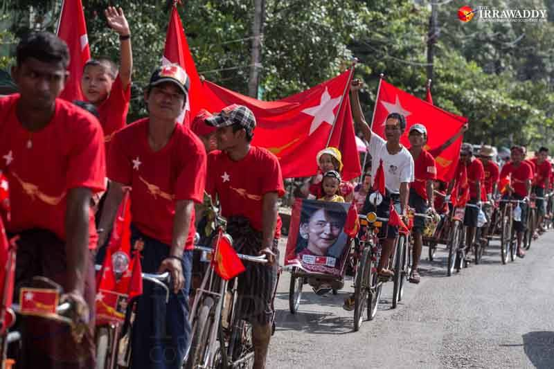 Trishaw drivers campaign for the NLD in Yangon's Mingalar Taung Nyunt in Rangoon on Sept. 27, 2015. Photo by J Paing / The Irrawaddy