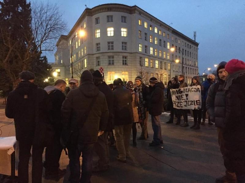 Un grupo de ciudadanos protestan contra la ley de vigilancia el pasado 13 de enero. Imagen utilizada con autorización.