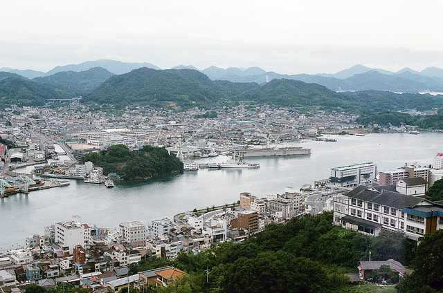 尾道 おのみち (Onomichi, Hiroshima). Image source: Flickr user Toomore Chiang.
