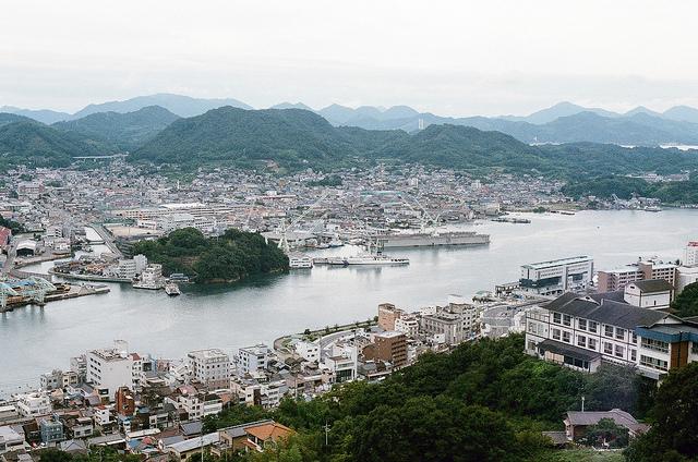 尾道 おのみち (Onomichi, Hiroshima). Image source: Flickr user Toomore Chiang.