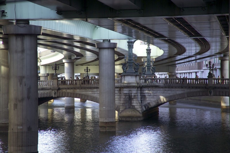 Nihonbashi Bridge, with the Shuto Expressway pictured overhead, 2007. Image from Wikipedia, public domain.