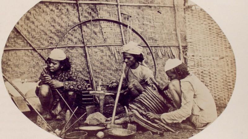 Hindu Blacksmiths from Madras (1868 - 1875)