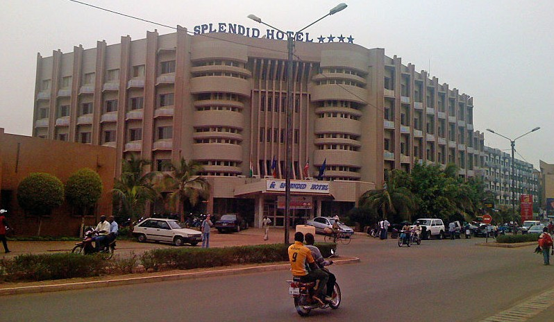 Splendid Hotel in Ouagadougou (Burkina Faso). Photo by Zenman. CC 3.0.