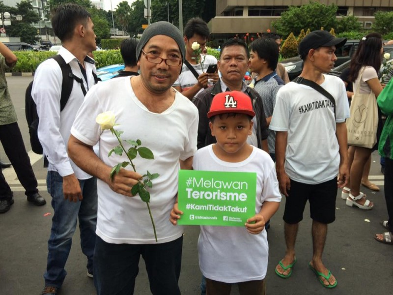 A peace rally was held in Jakarta a day after the terror attack in the city. A child carries a placard with the slogans Melawan Terorisme (Fight Terrorism) and #KamiTidakTakut (We are not afraid). Photo taken by Carolina