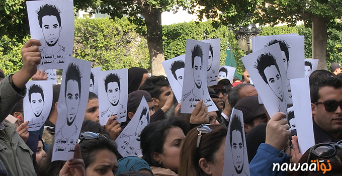 Protesters in the capital Tunis holding portraits of Ridha Yahyaoui. Photo by Nawaat.org