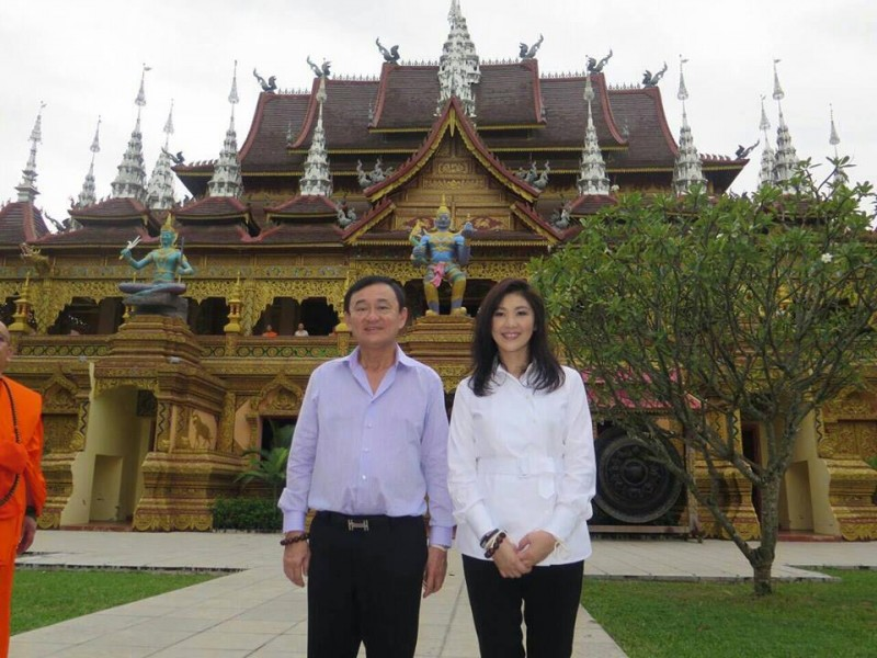Former Prime Minister Thaksin Shinawatra with his younger sister, former Prime Minister Yingluck Shinawatra. The 2016 calendar of their political party, which features both of them, is reported to be confiscated by authorities in some provinces of Thailand. Photo from the Facebook page of Yingluck Shinawatra.