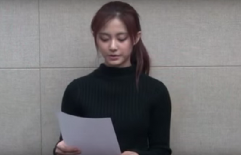16-year-old K-pop performer Chou Tzuyu reading her apology. Screen capture from Youtube.