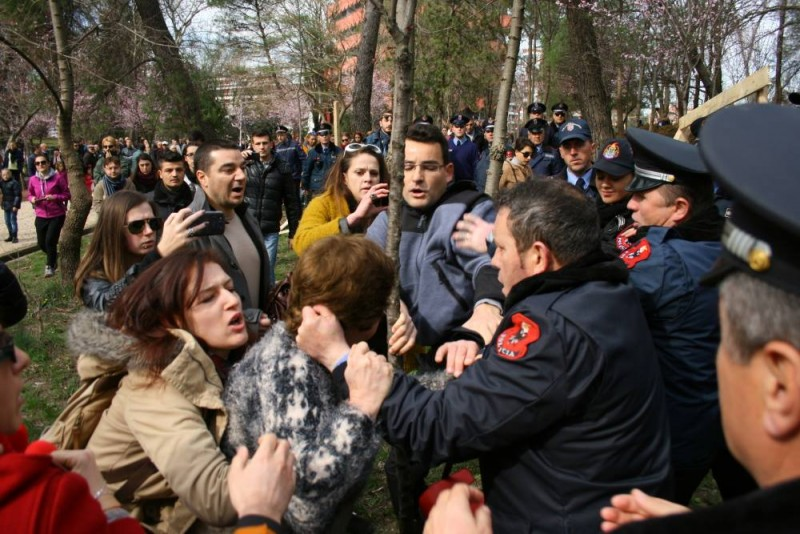 Protest in Tirana Feb 21, 2015. Photo by Qytetarët Për Parkun, used with permission.