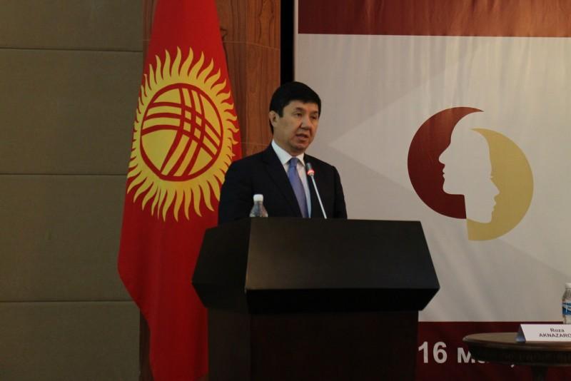 El primer ministro kirguiso Temir Sariyev. Foto de OSCE en Flickr, con licencia Creative Commons.