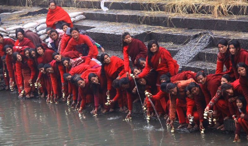 Nepalese Hindu devotees take holy water from the Bagmati River during the Swastahni Vrata Katha. Image by Archana Shrestha. Used with permission.