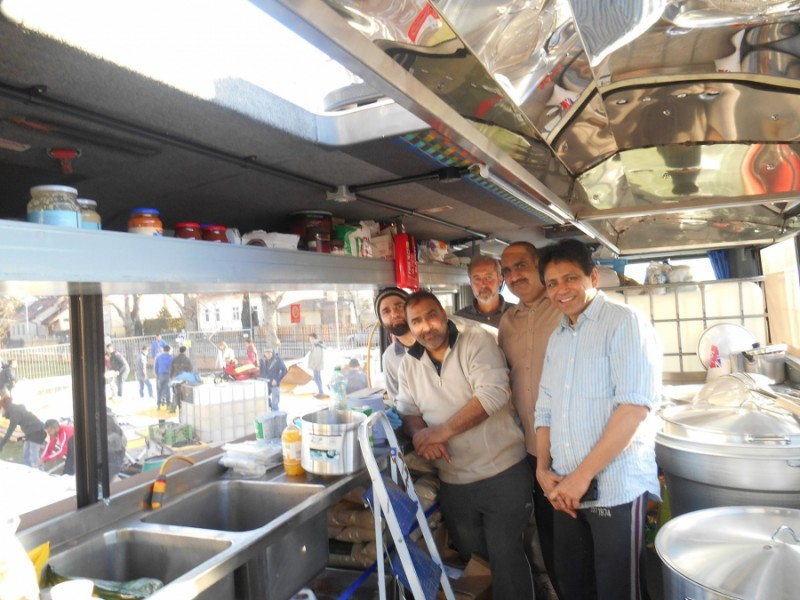 Ghafoor Hussain (second from right) with his team of volunteers. When he saw refugees being fed cold sandwiches, he decided to supply them with hot meals. Credit: Khalid Siddiqi. Used with PRI's permission