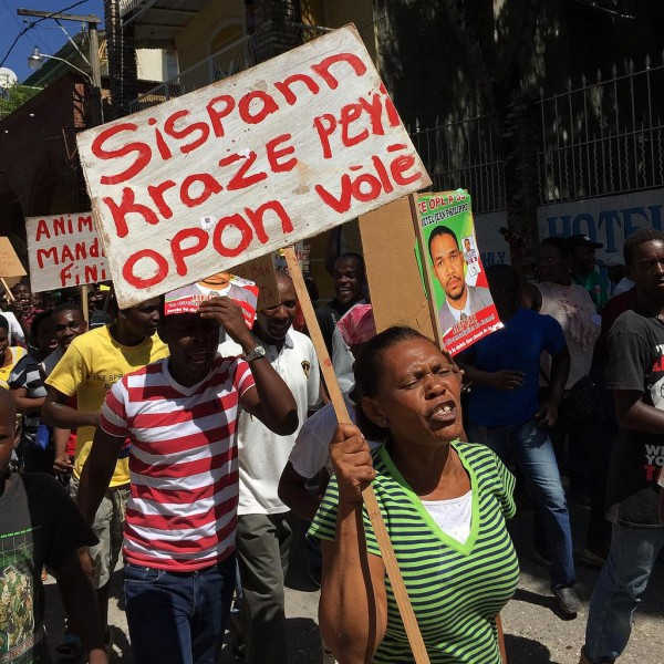 Post-elections protest, Jacmel, #Haiti, August 2015. Photo by Georgia Popplewell, used under a CC BY-NC-SA 2.0 license.