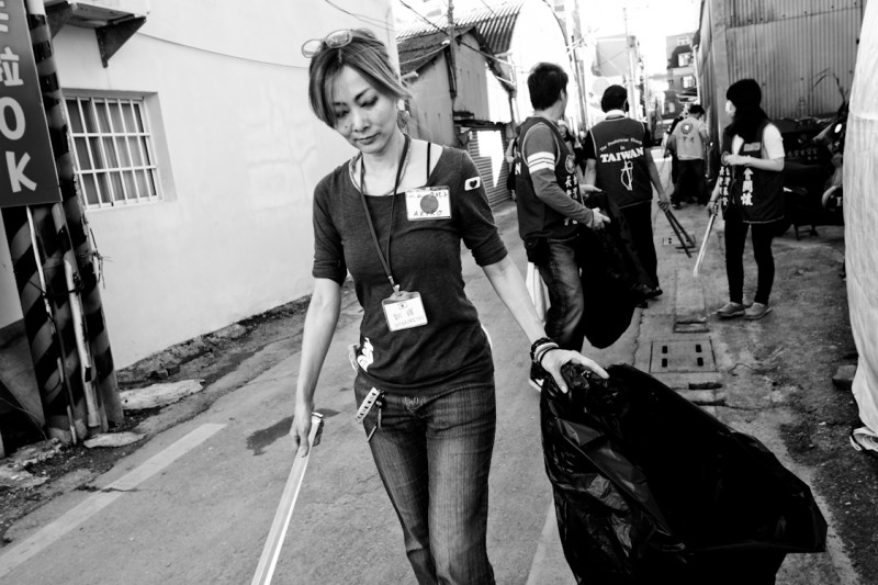 Japanese volunteers at Tainan earthquake site. Photo taken by Enbion Micah Aan