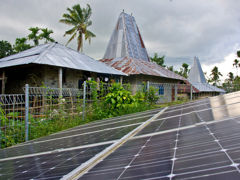 Government installed Solar Energy panels gives power to 36 houses in the village of Weepatando in Sumba island. Photo by Flickr user Asian Development Bank. CC-BY-NC-SA 2.0