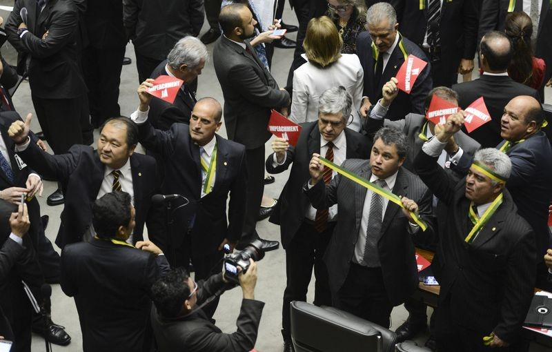 Members of Congress advocate impeachment at a special House session. Photo: Antonio Cruz / Agency Brazil / CC 3.0.