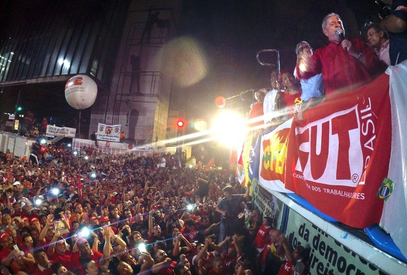 Lula speaks to a crowd of 100,000 people in São Paulo on March 18. Photo: Agência Brasil, CC 3.0.