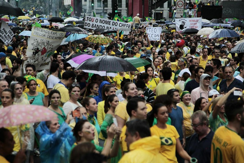 More than 1 million anti-government protesters are said to turn out in São Paulo. March 16, 2015. Photo: Radio Interativa / CC 2.0.