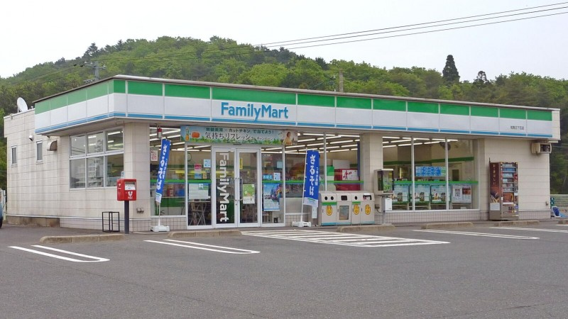 A typical convenience store in Japan. Image by Wikipedia user Kuha455405 (CC BY-SA 3.0)