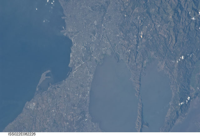 Metro Manila Region. Laguna Lake is also shown at the right side of the satellite image. Philippines. Image courtesy of the Earth Science and Remote Sensing Unit, NASA Johnson Space Center