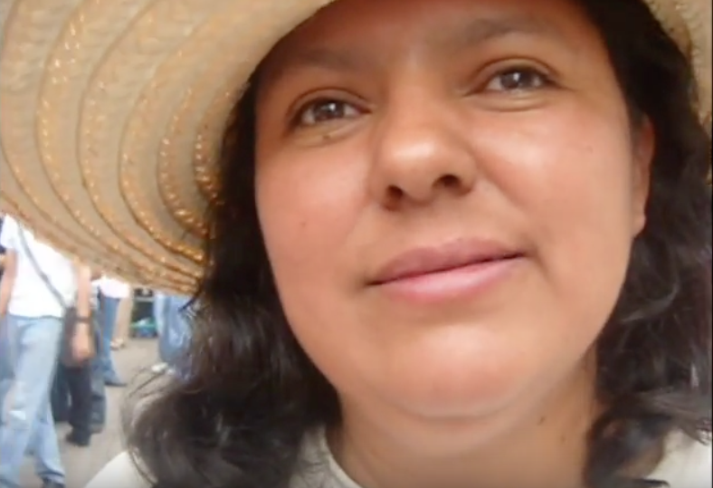 Photo: Berta Caceres in interview with the media Venas Abiertas. Screenshot taken from the video, available on Youtube.