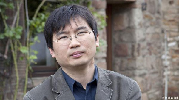 Germany based Chinese writer Chang Ping's brothers have been detained by police since March 27. Image from Twitter.
