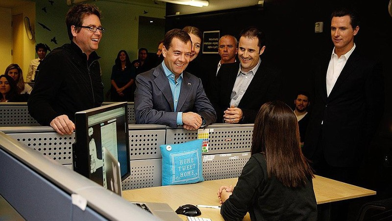 Dmitry Medvedev opened his Twitter account at the network's HQ in Silicon Valley in June 2010. Image from kremlin.ru.