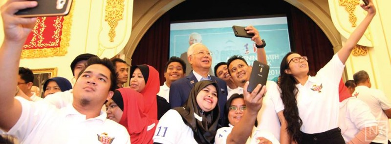 Malaysian Prime Minister Najib Razak poses with a group of young people taking a selfie with him. Photo from the Facebook page of Najib.
