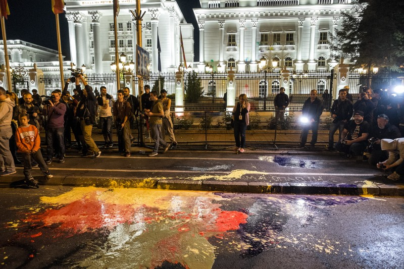 Colorful Revolution protesters in front of Government of Macedonia. Photo by Vančo Džambaski, CC BY-NC-SA.