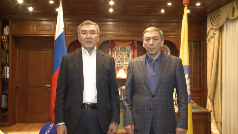 Alexey Orlov, the head of the Republic of Kalmykia, and Abdusamad Gamidov, Dagestan's prime minister, remind everyone how friendly they can be. Image: YouTube