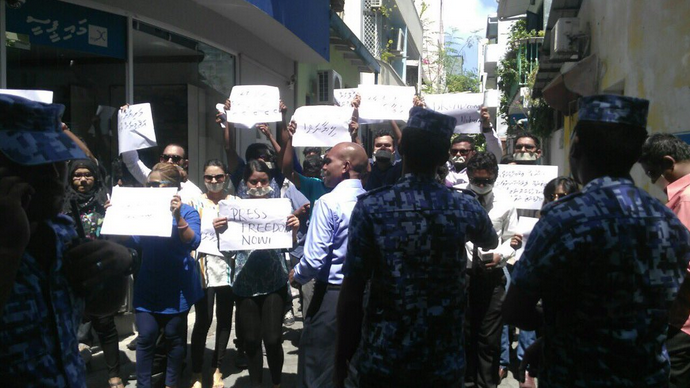 Journalists in Maldives demonstrate for media freedom on April 3, 2016. Photo shared on Twitter by Zaheena Rasheed (@ZaheenaR).