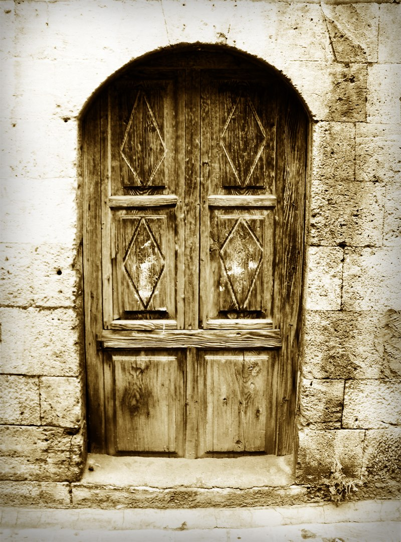 Old House Door in Aleppo, Syria. PHOTO: Bengin Ahmad (CC BY-ND 2.0
