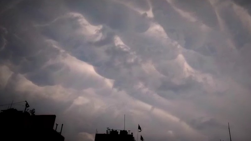 Mammals clouds over Kathmandu Skies. Screenshot from Youtube video uploaded by FunNi