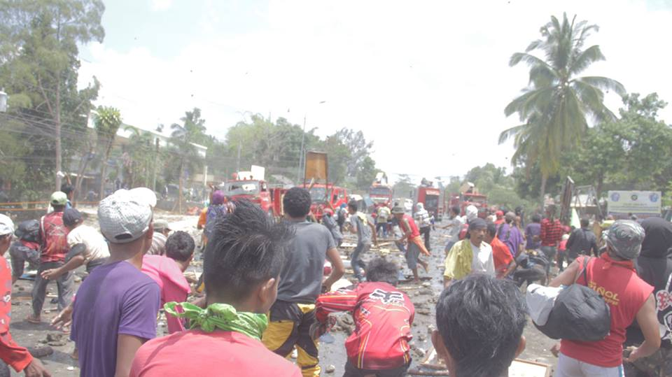 Police opened fire on protesters which killed two farmers. Firetrucks were also deployed to dismantle the protest. Source: Kilab Multimedia / Facebook