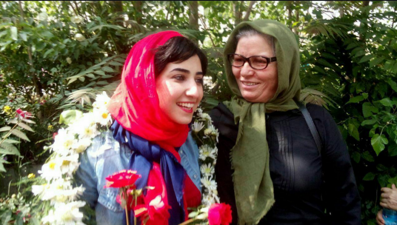 Atena Farghadani with her mother, Saedeh Zeynali. From the Facebook page of journalist Atefeh Eghbal