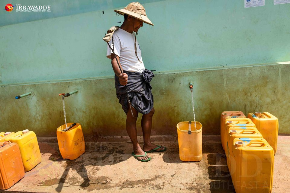 A man fills water at a community water tank in Aung Ban. Photo by Jpaing / The Irrawaddy