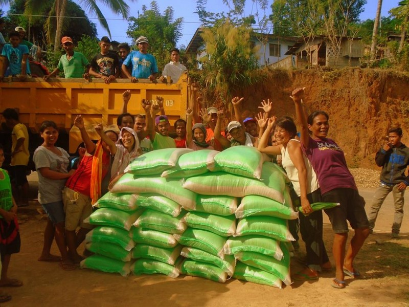 A village in the town of Magpet was a recipient of a rice donation campaign. Photo from the Facebook page of Bigas Hindi Bala