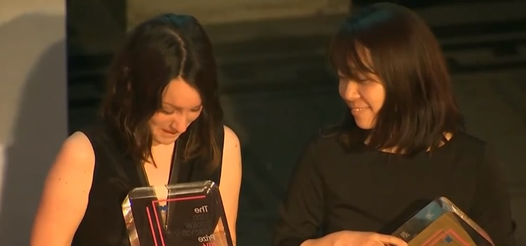 Deborah Smith and Han Kang. Screenshot from ARIRANG NEWS video on YouTube.