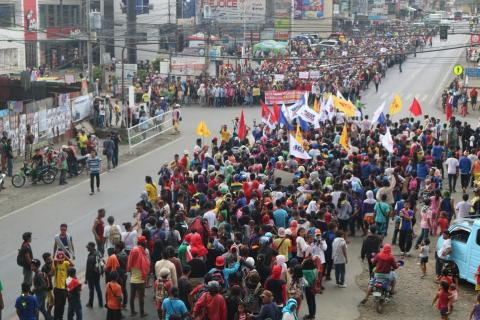 Farmers in Valencia hold a street protest to demand the release of calamity funds. Photo from RMP-NMR
