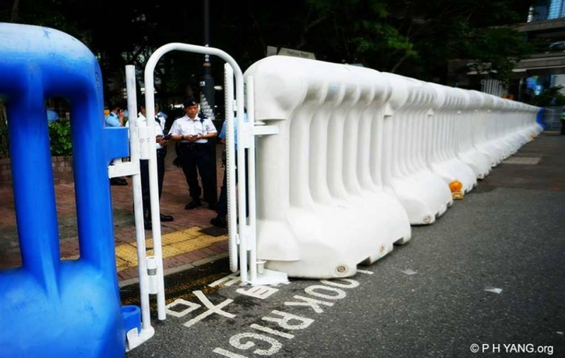 Wanchai district was sealed off with huge water barriers. Photo by PH Yang. Non-commercial use.