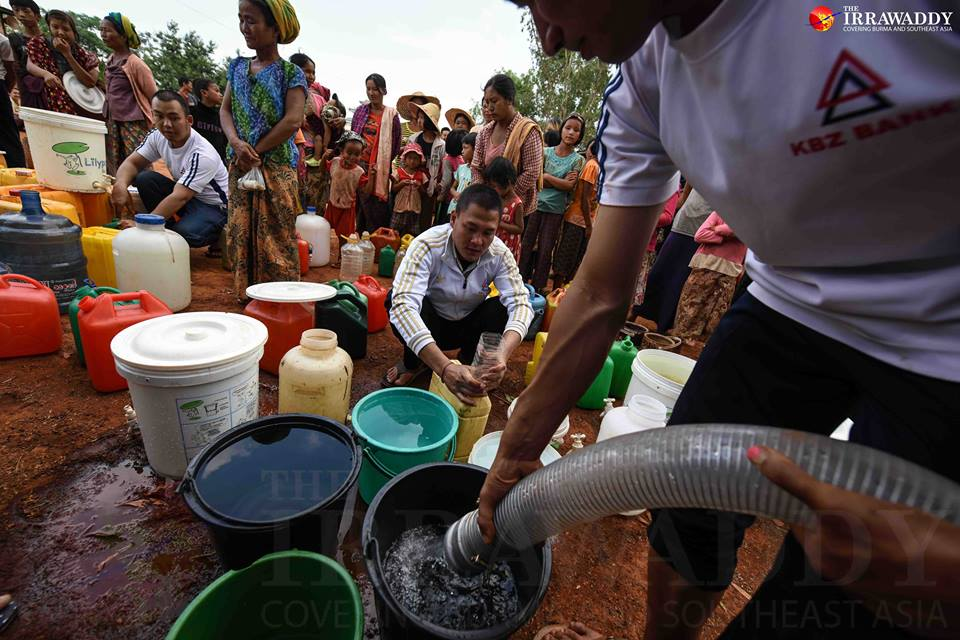 Members of Brighter Future Myanmar Foundation distributed water at Naung Bote village near Taunggyi. Photo by Jpaing / The Irrawaddy