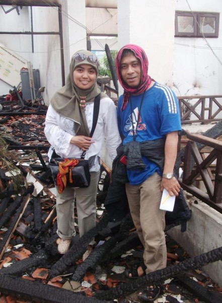 Arpan Rachman and Icha Lamboge covering the aftermath of elections, when the Palopo Mayor's office was burned. Photo courtesy of Arpan Rachman.