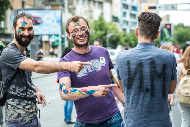 Accused protesters painting their initials on their t-shirts. Photo by Vančo Džambaski, CC BY-NC-SA.